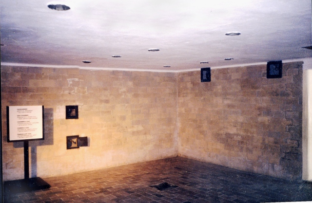 kl_dachau_block_x_gas_chamber